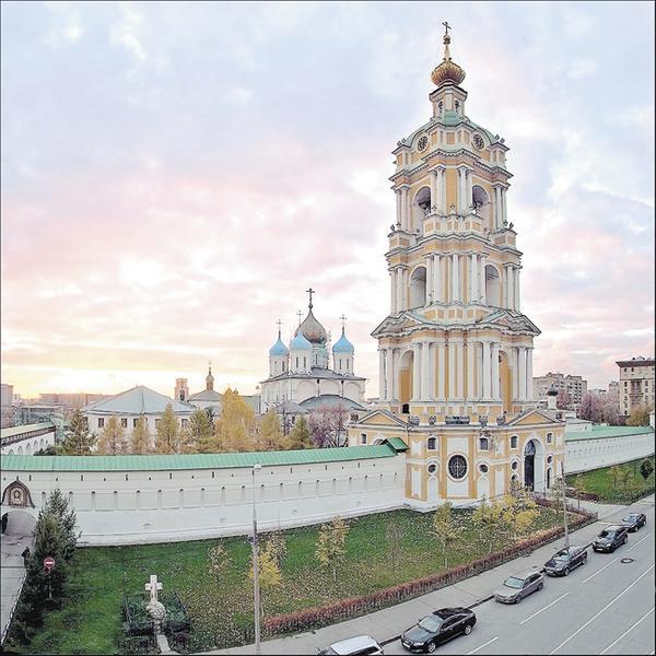 Вид навозрождённую Новоспасскую обитель. Москва, октябрь 2011года. Фото Сергея Мерзлякова