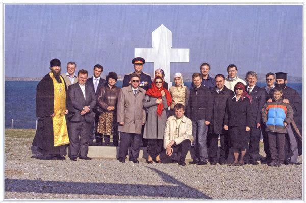 Представители Попечительского совета Новоспасского монастыря, молодежного отряда, донского казачества, потомков русской эмиграции