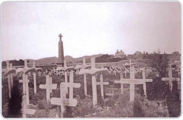 Международное военное кладбище у г. Мудрое. На первом плане могилы английских летчиков